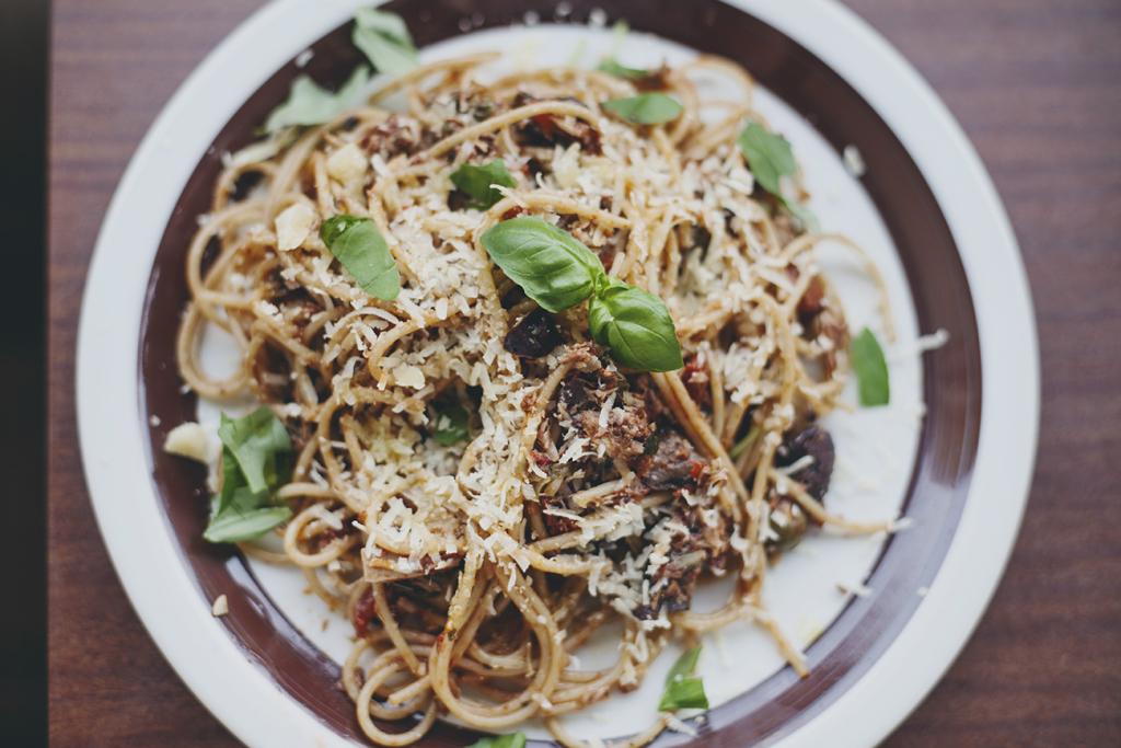 spaghetti alla puttanesca przepis
