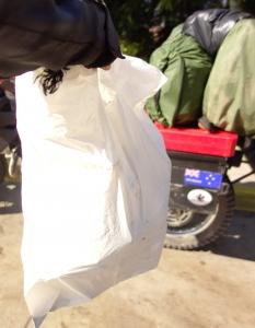 Torba śmieci zebrana na plaży w Chile